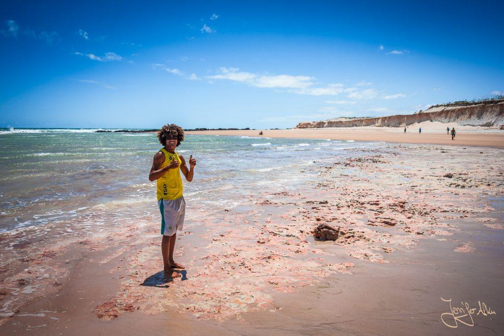 Josileudo hat mich am Strand von Canoa Quebrada herumgeführt