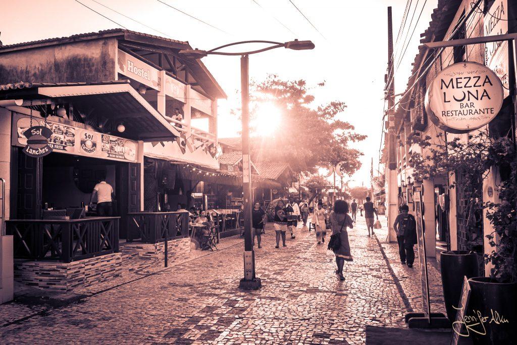 Der Broadway von Canoa Quebrada in Brasilien
